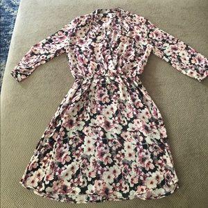 Xhiliration Floral Print V neck dress size small