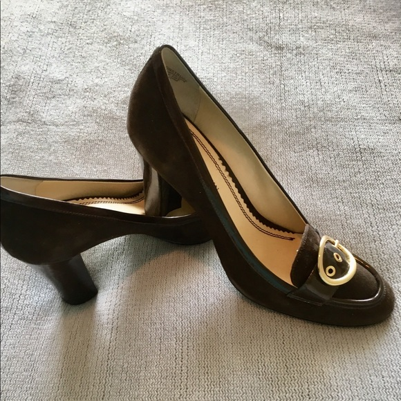 Anne Klein Shoes - EUC AK Anne Klein high heeled suede brown pumps.