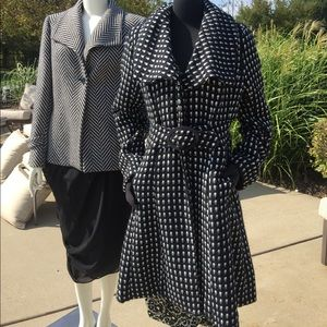 Black & cream belted coat sz Jrs XL 8 10 M misses
