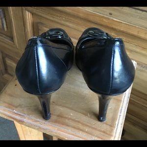 Bandolino Shoes - Bandolino high heeled black leather pumps