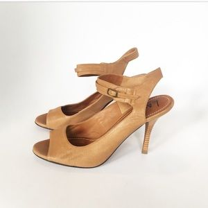 Lanvin. Size 39. Camel colored heel sandal