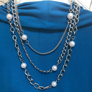 Jewelry - Silver tone and pearl-like necklace