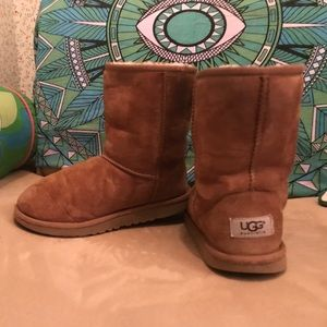 Like New girl's size 4 brown suede UGG ankle boots
