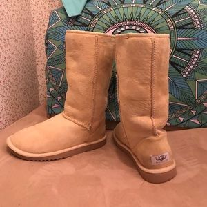 Authentic UGG boots! Women's size 5 banana tan