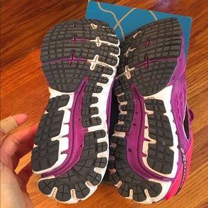 bb22e59b27b2d Brooks Shoes - 🌟SALE🌟 Brooks ghost 9 fuchsia sz 9 barely worn!
