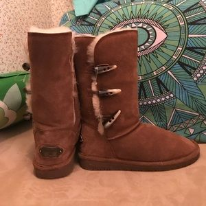 NWOT BearPaw suede and sheepskin size 6 boots