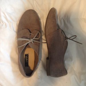 Shoes - TAUPE TAN LACE UP OXFORDS SIZE 9