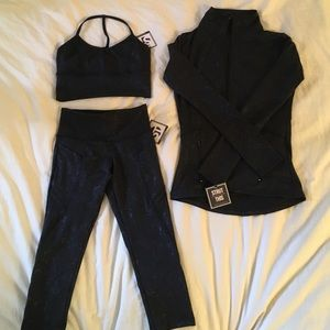 Strut-this 3 piece set. Brand new. Fits XS-S.