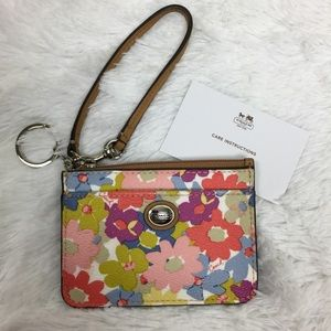 NWOT Coach Leather Flower Card Wallet