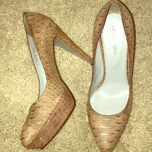 Sergio Rossi snakeskin beige and gold pumps!