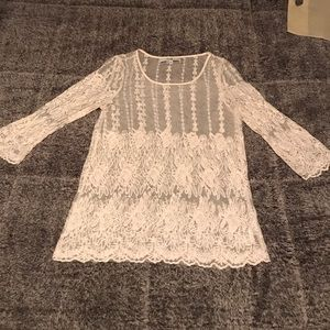 Gorgeous lace 3/4 sleeve top size small