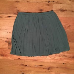 Dresses & Skirts - Pleated green skirt size M