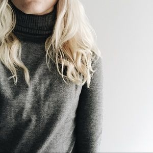 🌿 basic grey turtleneck