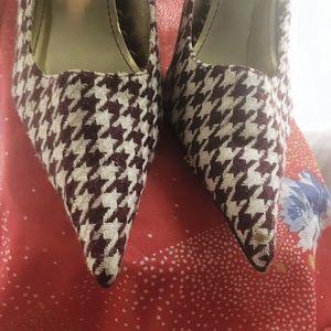 Houndstooth pointed toe stilettos!