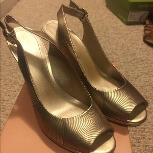 Sexy Gold Alex Marie shoes- great for a night out!