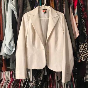 11/12 white blazer