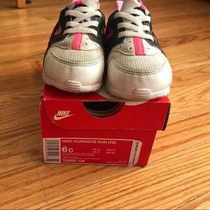 363600f2e3eb5c Nike Shoes - Nike Huarache Run- Girl Toddler Size 6c