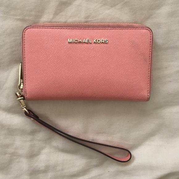 26b74d06a290 Michael Kors Salmon Pink Wallet Wristlet