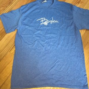 Tops - BOSTON tee size Large super soft