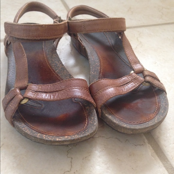 abc9bb733 Brown leather Tevas. M 59be8a68eaf030418207a704