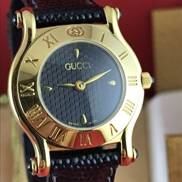 b643eaa8438 Vintage Gucci 6500L Swiss ladies watch 1990s NWT