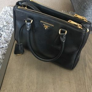 Prada saffiano lux small tote ! 100% authentic.
