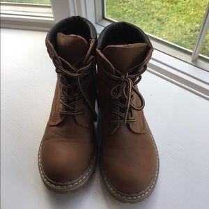 Link girls tan construction boots!