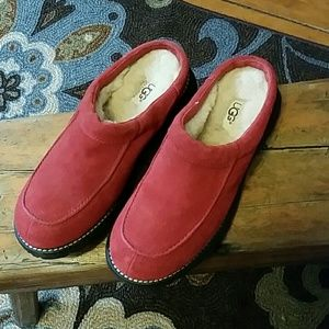 UGG Slide-out Mules Cranberry Sz 7