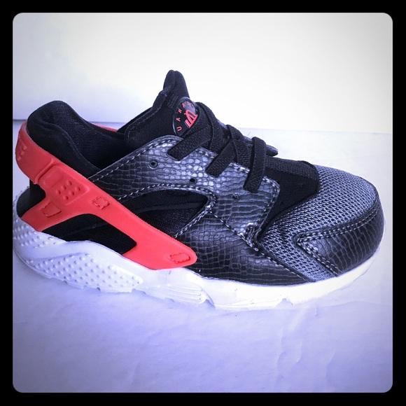 f5860ad10078 Girls  Shoes Toddler NIKE HUARACHE RUN Kids Slip On Black Trainers 704950  010