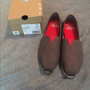 TOMS Audi special edition gray and black size 6.5