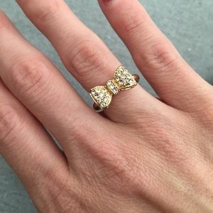 Jewelry - Gold toned bow ring