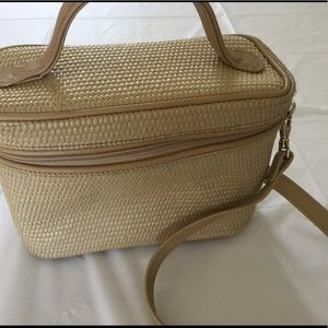 Cute straw zip bag with long strap.