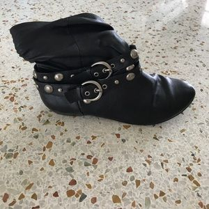 Chinese Laundry ankle boots