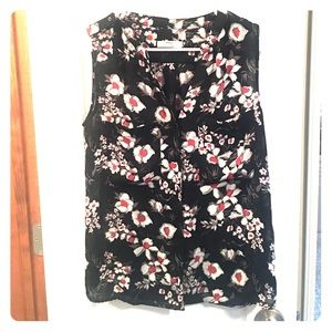 Sleeveless blouse with floral print