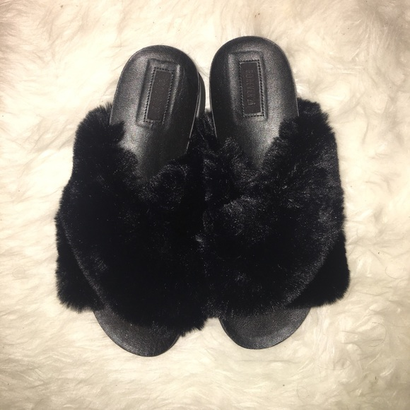 c54e3a988d7 Forever 21 Shoes - Forever 21 black furry slides never worn size 9