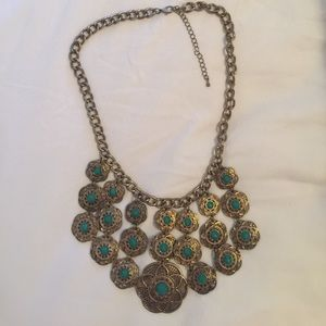 Emerald and gold EUC statement necklace