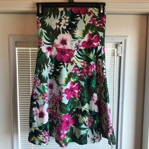 Ladies strapless dress