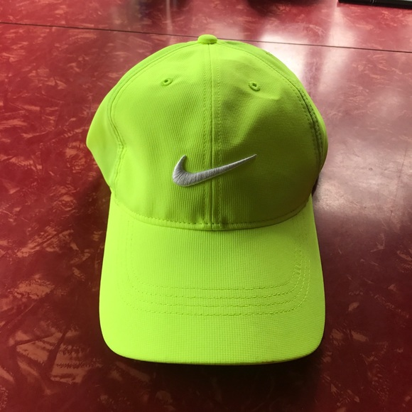 3fba2730337 Nike golf hat bright neon yellow never worn O SZ. M 59bee3d8d14d7b9db3094cb2