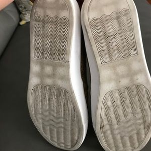 ae24b34e603 Steve Madden episode slip on sneakers