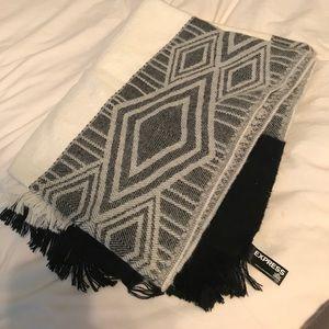 Express blanket scarf