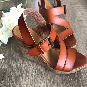 Mossimo • brown strappy wedges
