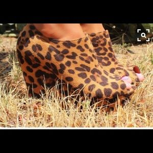 Shoes - Leopard platform wedges