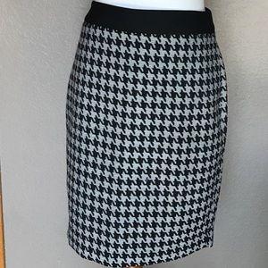 NEW Express Houndstooth Pencil Skirt