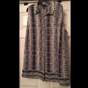 Sleeveless button front patterned tunic
