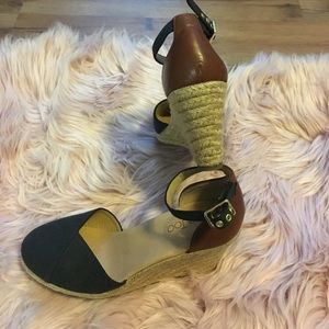 NWOT NO BOX Two Tone Wedges