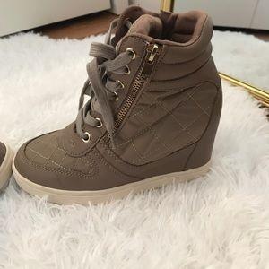 High top Wedged sneakers