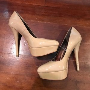 Steve Madden nude patent leather platform pumps