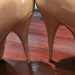 Steve Madden Shoes - Steve Madden nude patent leather platform pumps