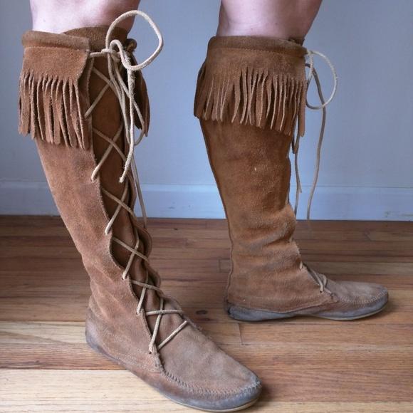 Minnetonka Shoes   Worn Minnetonka Knee