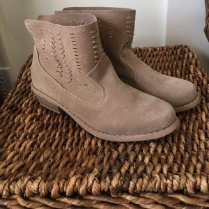 Shoes - Cute faux suede booties